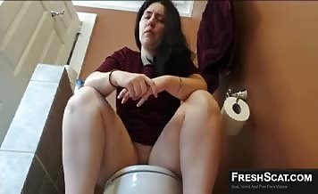 Thick latina pooping