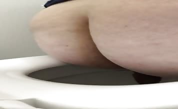 fat milf pooping