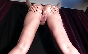 Masked babe pooping while standing