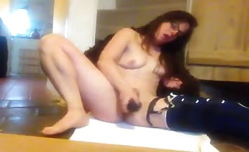 hairy babe masturbating