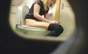 Spying on a beautiful blonde shitting