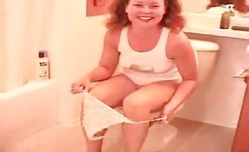 Nice girl pooping