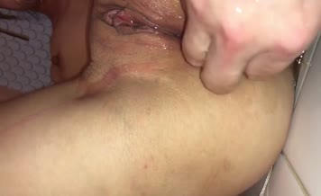 Fingering wet pussy while shitting