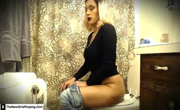 Hot blonde shitting