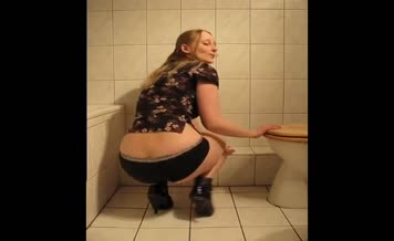 Blonde babe shitting on bathroom floor