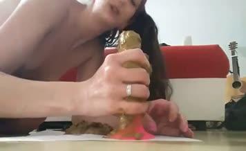 She's sucking a big dildo