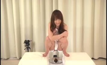 HOt japanese girl pooping