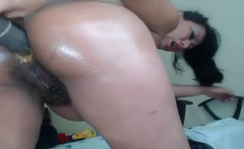 Pregnant babe shits by mistake