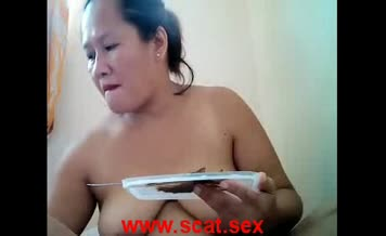 Chubby babe eats her own shit