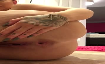 Tattooed babe shitting