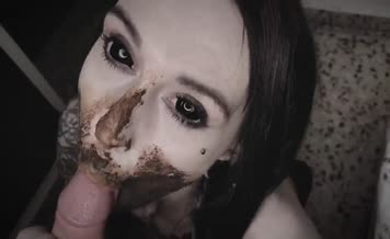 Slutty teen smears shit on her pretty face