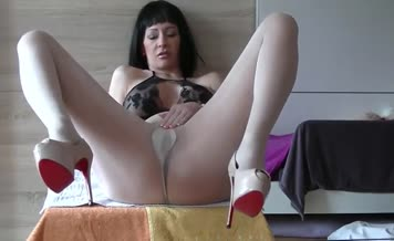 Dark haired milf shits a lot in white pantyhose